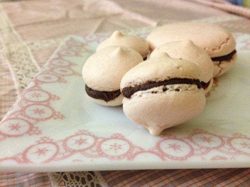 Macaron alla mandorla con ganache al cioccolato