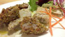 Cubetti di tonno al sesamo e pistacchio con salsa di menta e basilico