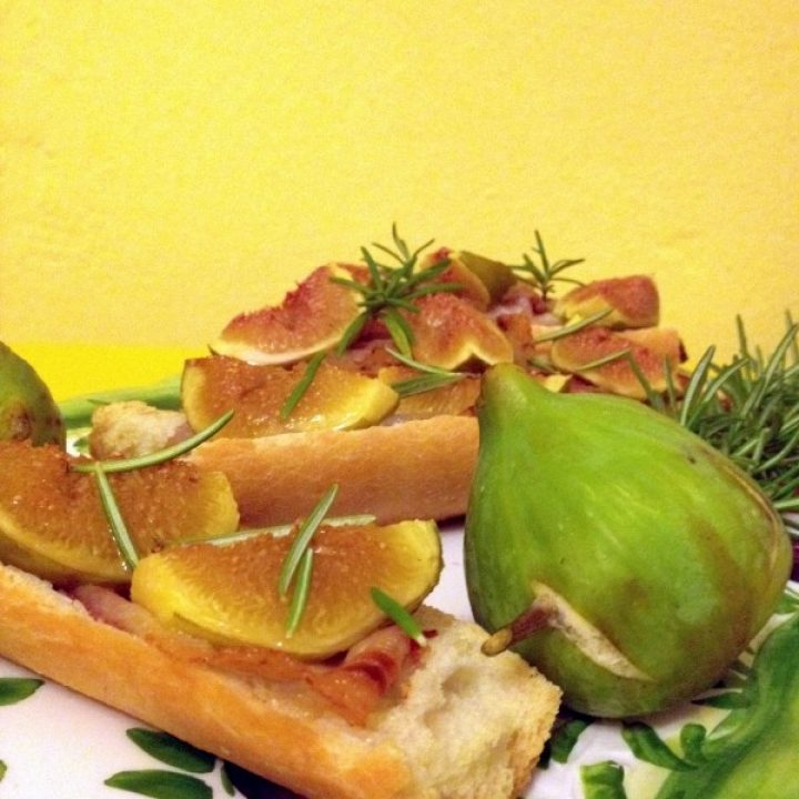 Crostone fichi pancetta e rosmarino